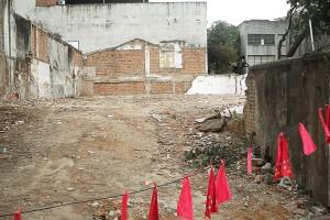 Restos das casas demolidas em 2010 na Rua Carlos Sampaio
